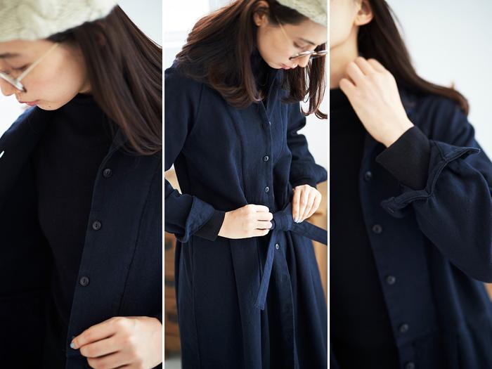 ボタンはさりげなく可愛いらしいものを、リボンは裏表がない縫製で、袖口は捲りやすい仕様で。着る人の気持ちになって一生懸命考えた、ちょっとしたディティールも自慢のポイントです。