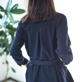 細身なシルエットに見えますが、ラグラン袖+センターバックのタックで動きやすいのも嬉しい!