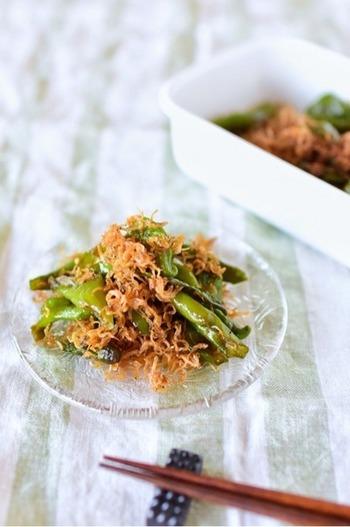 伏見甘長唐辛子を使った、本場の炊いたんレシピ。京都ではなんと給食のメニューとしても登場するそう。じゃこにもしっかり味が付くので、ご飯が進むようなおかずになります。