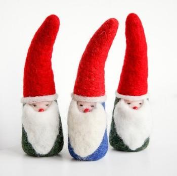 北欧スウェーデンでは、あごひげの長い妖精トムテが、サンタ(ユールトムテ)といわれています。そんなトムテをフェルトで手作り。本場のクリスマスの雰囲気が感じられます。