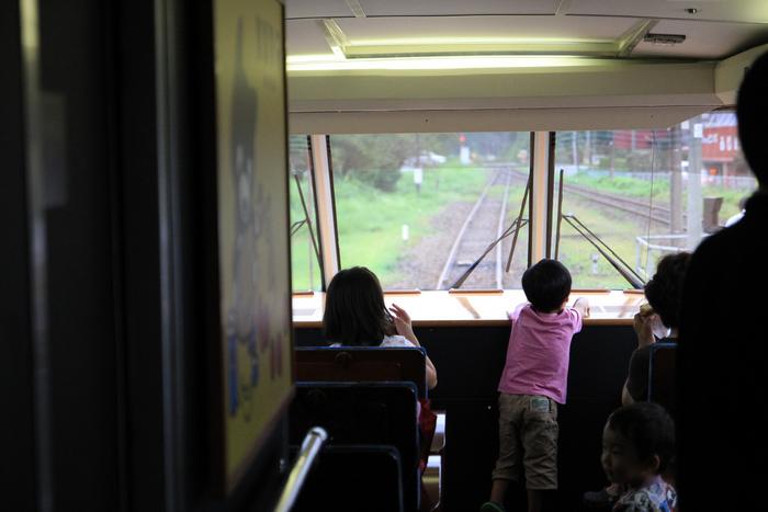 大きな窓が特徴の「パノラマシート」も大人気!全面展望になっているので、大迫力のパノラマ風景が楽しめます。「あそぼーい!」の旅は、子供にとってきっと最高の思い出になるはず♪