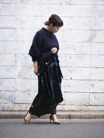 ループヤーンという素材も使っているモヘアニットはまるでモコモコとプードルのような素材感がとっても可愛らしいアイテム。袖がふっくらとしたボリュームたっぷりのニットですが、ショート丈なのでスカートやパンツともコンパクトに合わせやすいです。