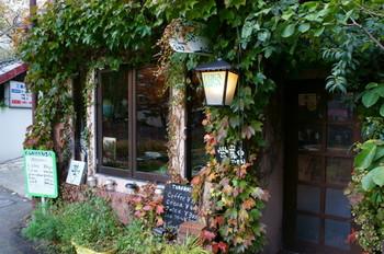 盛岡市には古くから残るレトロな建造物や、素敵な喫茶店が数多くあります。また、南部鉄器で人気の工房もお店を構えています。(写真:ふかくさ)