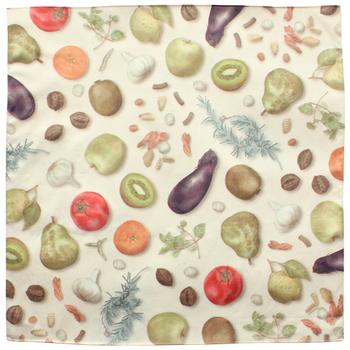こちらのデザインは、もともと包装紙のデザインだったイラストをハンカチにしたそう。普通のハンカチにはない、新しさがありますね。いろいろな野菜がひとつひとつ丁寧に、柔らかなタッチで描かれています。