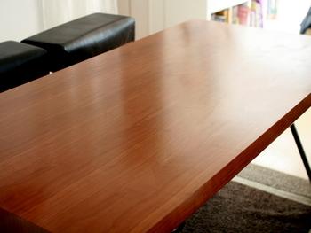 木製のテーブルなら、時間のある時にワックスをかけてお手入れすると、きれいに光って気持ちも爽やかに♪