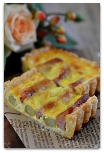フランスの人はあまり朝から塩気のおかずを食べずに甘いパンを食べることが多いのですが、日本人ならキッシュは朝ごはんにもぴったりですよね。アスパラガスとソーセージは、形を生かして長方形の型で焼くと綺麗な見た目に仕上がりますよ。