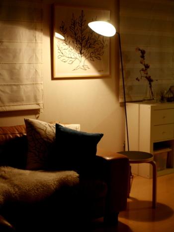 照明がお部屋の雰囲気に及ぼす力は大きいもの。デザインだけでなく光の色合いにも着目しながら、理想のお部屋作りを目指してくださいね。