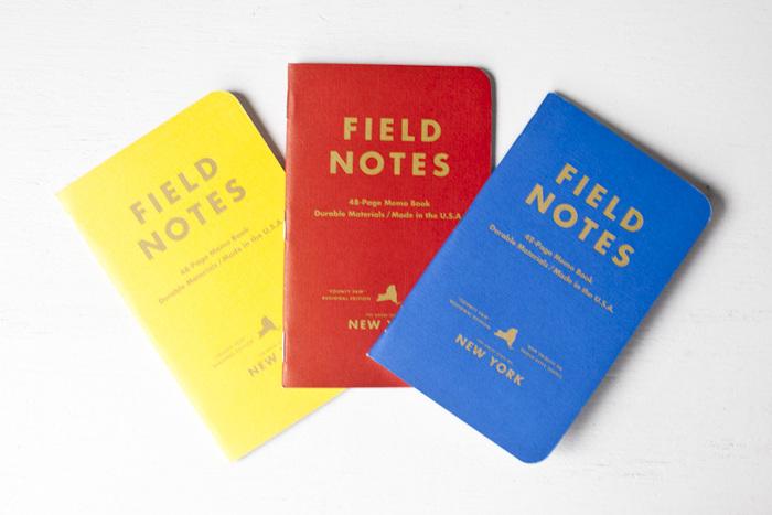 何よりもその小ぶりさに着目してほしいこちらの「FIELD NOTES」。14cm×9cmというサイズ感は、まさにフィールドノートとして活躍間違いなし。ページ数もあまりなく薄い作りなので、一回の旅行で一冊、一つの都市に一冊、という使い方もできます。 カラフルなデザインやレトロ感のある表紙も可愛いですね。