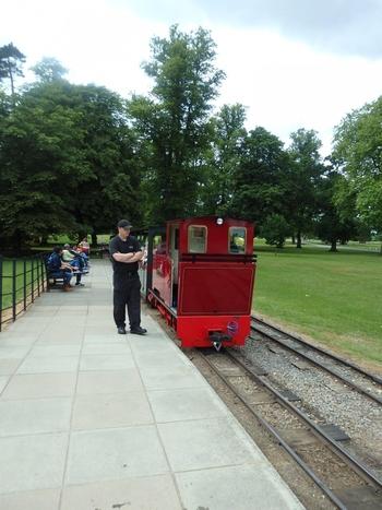広い庭園内は汽車も走っているんですよ。どれだけ広いのかがこれでよくわかりますね。