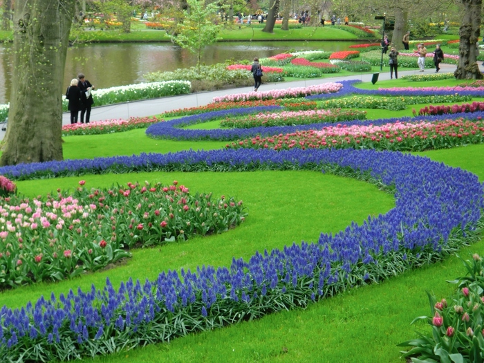 園内にはレストランやカフェなども充実していて、休憩スポットもたくさんあるのでヨーロッパの初夏を楽しむには最高の場所ですね。2018年の開園期間は3月22日~5月13日までなのでまだ先ですが、今から計画をたてて初休みやゴールデンウィークを利用していくのもいいかも!