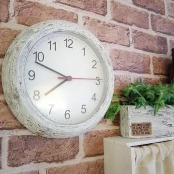こんな壁掛け時計が欲しかった! クラッキング加工をしてアンティーク感をプラス。