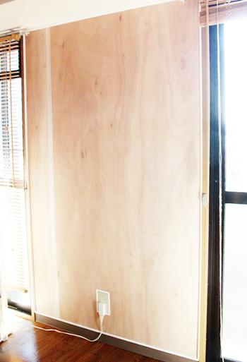 賃貸などで直接壁の加工ができない場合、ベニヤ板を壁に貼ってそこにペイントを施す裏技もあります。