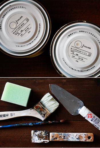 とはいっても、壁の塗り直しというとなかなか大変な作業ですよね。 材料や道具も色々と必要になります。