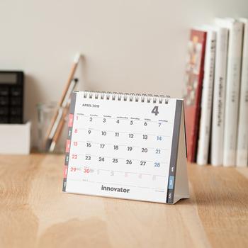 やっぱりシンプル回帰!見やすさ、使いやすさにこだわったシンプルな卓上カレンダー。 視認性の高いフォントやめくりやすいインデックスなど、とことん機能的です。