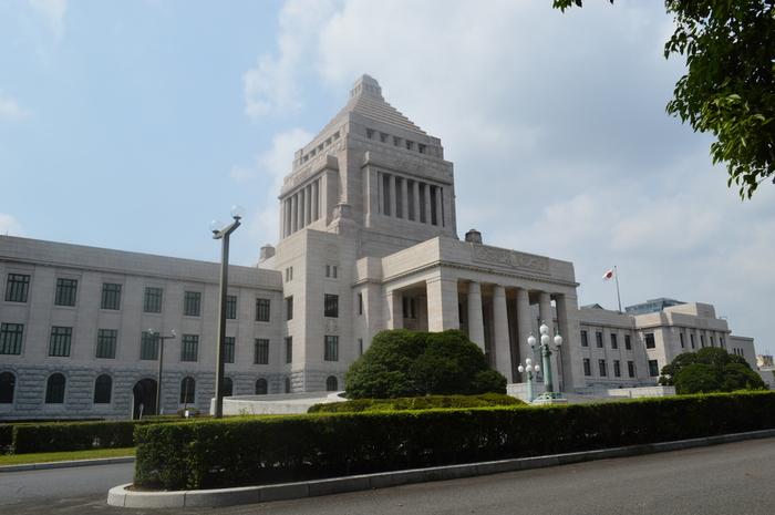 日本の政治の中枢・国会議事堂を見学します。基本的には「衆議院」の見学ですが、本会議が開催された場合には、参議院への変更や見学順路が変更となる場合があるそうです。