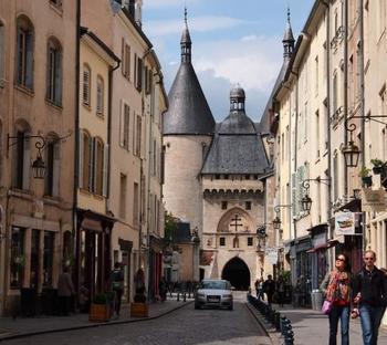 フランス北東部、ドイツとの国境近くに位置する、アルザス・ロレーヌ地方。キッシュはこのロレーヌ地方発祥のの郷土料理です。