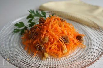 フランスのお惣菜の定番中の定番。キッシュのランチセットにもよく添えられています。くるみやイチジクでアレンジを効かせてもアクセントになって良いと思います。