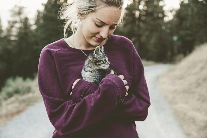 家族や恋人、動物などと触れ合うのも◎リラックスして、心が温かくなりますよね。