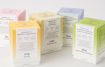 5つの時代とは「平安」から「室町」「安土桃山」「江戸」「現代」まで。香りの老舗ならではの調香の知識と巧みな技術でそれぞれの時代の香りが表現されており、どれもパラフィンフリーのベジタブルワックスと、未晒綿の芯を使用しているのでパラフィン特有の油煙や匂いに邪魔されずに精油の純粋な香りを楽しめます。