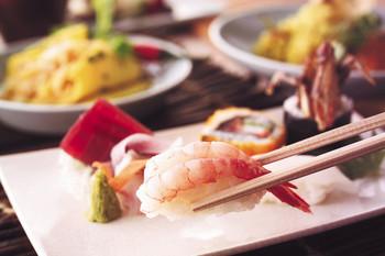 舞浜にある高級ホテルでブッフェランチを頂きます。 【1/5~3/31以外】 シェラトン・グランデ・トーキョーベイ・ホテル「グランカフェ」で、和・洋・中を楽しめるブッフェです。 【1/5~3/31】 ヒルトン東京ベイ「フォレストガーデン」 で、中国・インド・タイ・日本料理を中心としたブッフェです。
