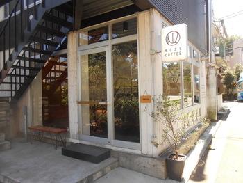 三軒茶屋駅、池尻大橋駅からそれぞれ徒歩10分ほどの距離にあるノージーコーヒー。コーヒー本来の味を楽しめるようにと、ブレンドはなく、シングルオリジンのコーヒーのみが提供されています。