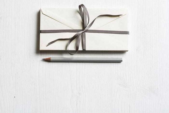 女性から女性へのプレゼント。 今年もお世話になったあの子やあの人に。  ・・・でも、あまり仰々しくなくて気軽に渡せるようなものがいいな。 今回は、30代女子に贈る『小さなサイズのプレゼント』特集。 送別会やクリスマス、年末年始の集まりで気の効いた贈り物おくってみませんか?
