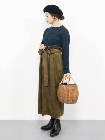 暗い色を着ることが多くなる季節。でもかごバッグが一つあれば、着姿に軽快さが生まれます。