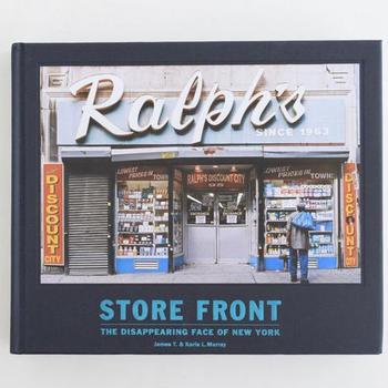 ニューヨークの個人の商店の店先だけを集めた写真集です。細々とした商品が所狭しと並んでいます。