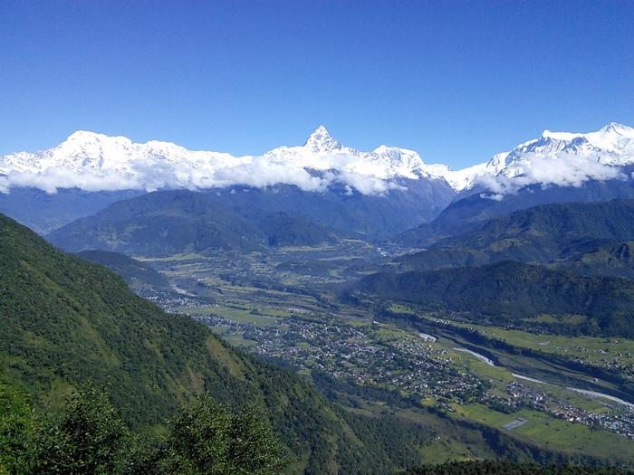長い年月の間、険しい山塊に囲まれているネパールは外敵からも守られ、独特の文化を育んできました。