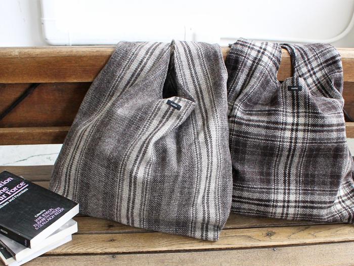 イギリス製のウール100%の生地を使ったエコバッグは、軽さと暖かそうな素材感が魅力。エコバッグも季節に合わせて変えるのもオシャレですね。もちろんカジュアルな普段使いのバッグとしても◎