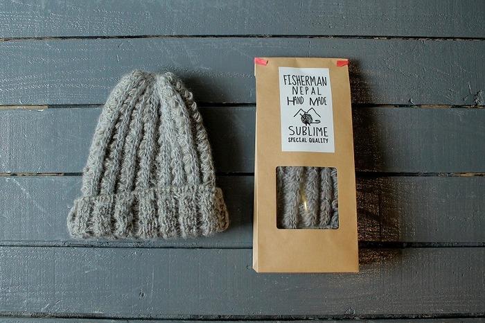 ざっくりとした編み目が魅力のニットキャップは一個は持っていたい秋冬のあったかアイテム。ウールに加えてモヘア、シルクも編み込まれているから、独特の優しい風合いが楽しめます。