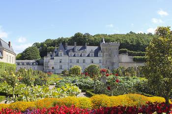 海外には有名な歴史的建築物がたくさん点在しており、世界遺産等に登録されているものも多いので、世界遺産巡りを旅行のテーマにしていらっしゃる方も多いのではないのでしょうか。もちろん建築物も歴史やデザイン等とても見ごたえのあるものばかりですが、『お庭』についてはどうでしょう?