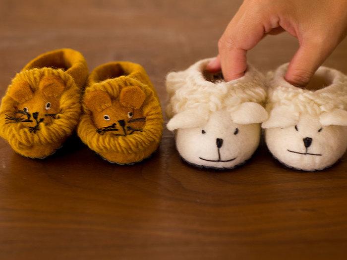 アニマルシューズもひとつひとつ手作りで丁寧に作られているので、サイズに若干のばらつきがありますが、ライオンもヒツジも13センチサイズとなっています。子供のルームシューズとしてだけでなく、赤ちゃんのお出かけ用のシューズとしても使えて便利。