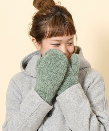 モコモコやウール、チェックは季節ならではのコーディネートを作ってくれます。いつもの服に小物で上手に取り入れて、温もりある秋冬のお出かけスタイルを作っちゃいましょう。