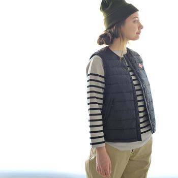 アウターのインナーとして中に着るのはもちろん、アウターとしてシャツやカットソーの上に羽織ったりも◎ 季節に応じて使い分けができる、1枚あると便利なアイテムです♪