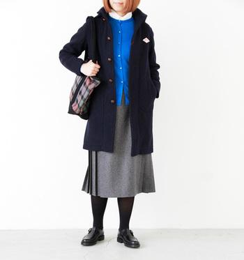ウールモッサシリーズは、ヒップまで隠れるコートタイプもあります! チェックのスカートとプレッピーな雰囲気に仕上げても素敵なスタイルに仕上がりそう