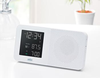 ラジオ機能付きの、デジタルアラーム時計!シンプルですが、ラジオのチャンネルを3つまで記憶することができるなど、使い勝手は抜群♪目覚ましだけで終わらせず、朝時間のお供にもぴったりですね。