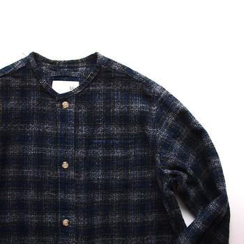 秋冬でも暖かく過ごせるよう二重織りの生地を使ったシャツや、家事をするときにも活躍するワークウエアのようなスモックなど、着る人を想ってつくられるブランの洋服。この機会にぜひ手にとってみてくださいね。