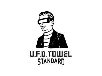 今回の主催者であるラッキーソックスが、どこからきたか正体不明と紹介しているのが「U.F.O. TOWEL(ユーフォータオル)」というブランド。消息筋によると宇宙発泉州経由で人体に触れても害はなくむしろやさしいシロモノを取り扱っているのだとか!俄然気になりはじめたというあなた、ぜひその正体を自分の目で確かめてみてください。