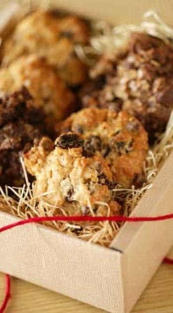 オートミールの他に、ラムレーズンやチョコチップ、ココアなどアクセントになるものをプラスして。リッチな味わいに夢中になってしまいそうです。