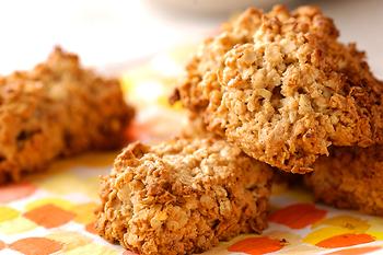 アメリカンなクッキーの代表格、オートミールクッキーはざくざくとした食感や香ばしさが魅力。作り方もとっても簡単なので、お菓子作りが苦手な方も気軽に挑戦できますよ。