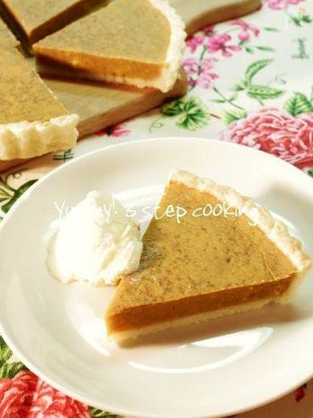 かぼちゃのミルキーな甘さにほっとさせられるパンプキンパイ。素朴だけど優しい余韻の残る味わいに、もう一切れ...とついつい手が伸びてしまいそうです。