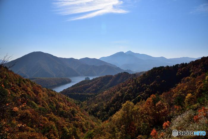 裏磐梯を囲む磐梯山(ばんだいさん)は、福島を代表する山です。標高は約1,816mで、日本国内の魅力的な山を認定する「日本百名山」にも選ばれています。