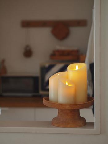 【LUMINARA】のキャンドルにはタイマー機能が付いているので、夕方に自動で点灯させることも可能です。帰宅した時にこんな穏やかな明かりに迎えられたら、一気に疲れが癒されそう♪場所を選ばずに飾れるのも嬉しいですね。