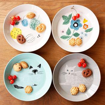 「松尾ミユキ」の「プレート」は明るく可愛らしい絵柄が素敵。絵皿として飾りたくなるデザインです。