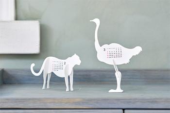 組み立てる工程も楽しめるズーカレンダー。小さくても動物の繊細なシルエットが美しいカレンダーです。プレゼントにも喜ばれそう。
