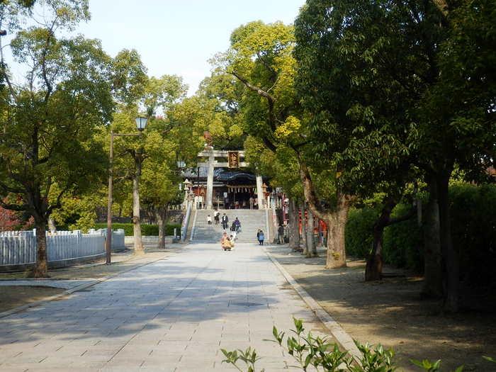堺市北区に鎮座する百舌鳥八幡宮は、6世紀中頃に創建された古社で、応神天皇を祀る神社です。百舌鳥八幡宮は、古くから、開運、厄除けなどの御利益があることで知られています。