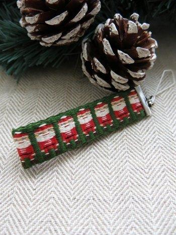 こちらは、サンタクロース柄の可愛いカード織りストラップ。とても丈夫なので、普段使いしてもへたらないのがいいですね。ストラップは、カード織り初心者が挑戦するのにおすすめのアイテムのようです。
