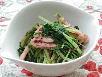 水菜なら、さらに短時間で調理可能。食感を活かす為にも、さっと煮る程度で十分です。いかげそも炊くので、彩り良く食べごたえのあるおばんざいに。