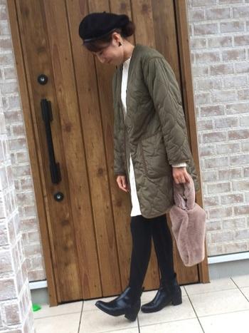どんなスタイルに合わせても、少し辛めに仕上がるのがキルティングコートの良いところ。糖度高めのミニ丈ワンピも、しっかりカロリーダウンしてくれます。